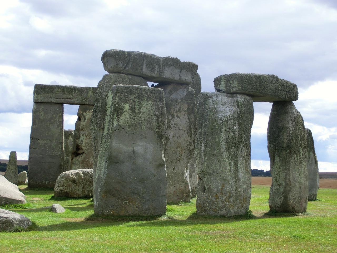 stonehenge-200579_1280